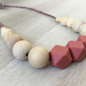 collier-alhambra-rose-les-grignotins-profil