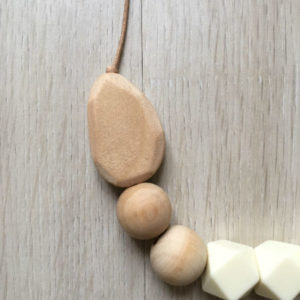 collier-alhambra-beige-detail