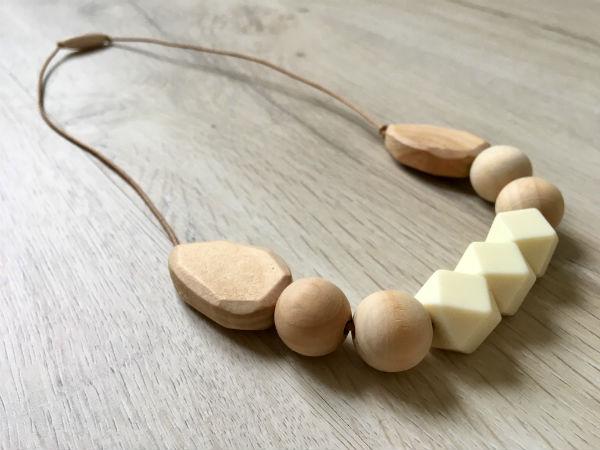 collier de dentition bois cuir et silicone el bols n beige les grignotins. Black Bedroom Furniture Sets. Home Design Ideas