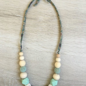 collier-allaitement-pralognan-la-vanoise-vert-blanc-dessus