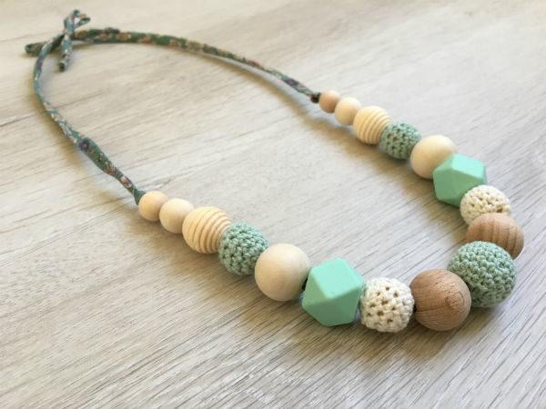 collier-allaitement-pralognan-la-vanoise-vert-blanc-profil