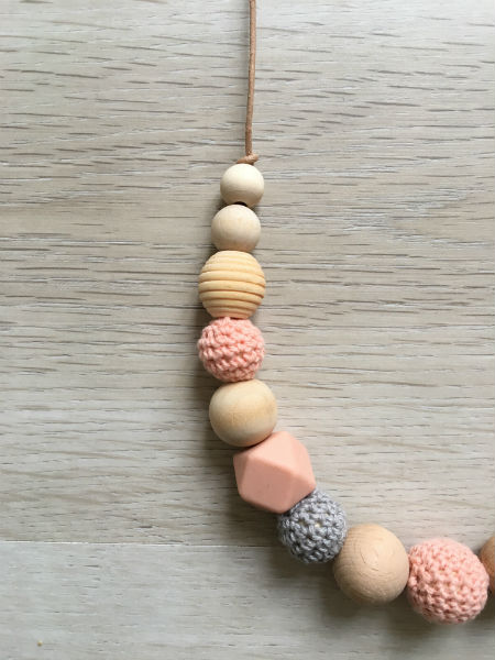 collier-pralognan-la-vanoise-gris-peche-detail
