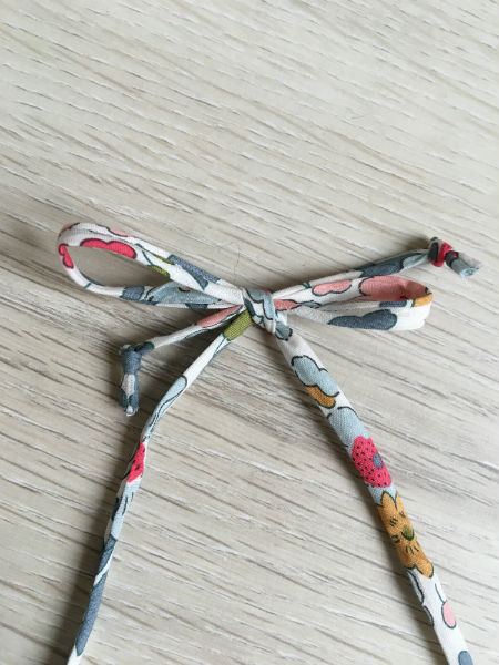 collier-pralognan-la-vanoise-liberty-gris-peche-detail-cordon