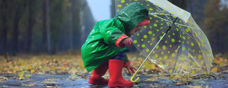 promener-porter-bebe-pluie