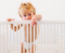 Quand et comment passer bébé dans un grand lit?