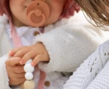Pouce, tétine, doudou…Pourquoi bébé a besoin de succion?