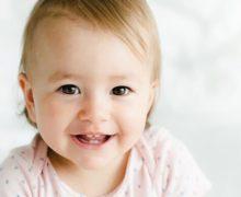 Dents de bébé: comment apaiser la fièvre d'une poussée dentaire
