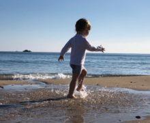 10 conseils pour bébé à la plage (accessoires, produits, équipements)